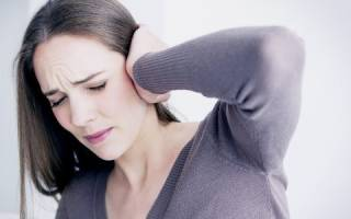 Болит голова и закладывает уши: причины и лечение