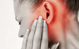 Болит прыщ в ухе — что делать?