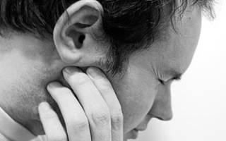 Почему щелкает в ухе при глотании