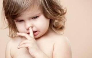 Ребенок ест козявки. Почему и как его отучить?